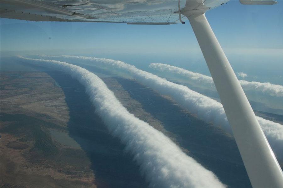 http://mrbarlow.files.wordpress.com/2009/08/morning-glory-clouds.jpg